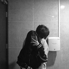 Y/n has a boyfriend named Lucas. She love him so much, she even leave her life style just to stay with him. One day her best friend and her boyfriend cheated o. Photo Couple, Love Couple, Best Couple, Couple Goals, Mode Ulzzang, Ulzzang Girl, Relationship Goals Pictures, Cute Relationships, Cute Korean