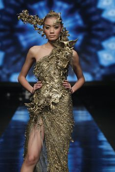 The Look: Tex Saverio for Jakarta fashion week Baroque Fashion, Gold Fashion, Fashion 2020, Runway Fashion, Fashion Art, High Fashion, Fashion Design, Capitol Couture, Haute Couture Style