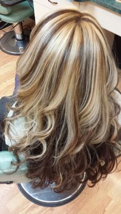 Blonde and chocolate brown Hair Highlights And Lowlights, Hair Color Highlights, Blonde Color, Medium Hair Styles, Curly Hair Styles, Going Blonde, Pretty Hair Color, Fall Hair Colors, Haircut And Color