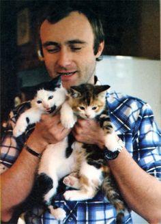 Phil Collins con sus gatitos