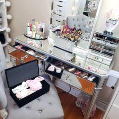 Doing some moves on my makeup table 🤗😁🥰 Happy Pink Wednesday beauties 🌸 . . . Haciendo algunos movimientos en mi mesa de maquillaje 🤗😁🥰… Makeup Storage Display, Makeup Organization, Vanity, Pink, Home Decor, Make Up, Dressing Tables, Powder Room, Decoration Home