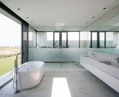 Amado Cattaneo Arquitectos Casa racionalista - Portal de Arquitectos Ideas Para, Bathtub, House Design, Architecture, Witchcraft, Bathrooms, Interiors, Rationalism, House Template