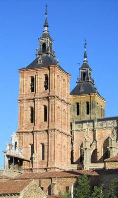 Catedral de Astorga - Comarca de la Maragatería, León Great Places, Places To See, Iglesias, Moorish, Kirchen, Windmill, Spain, Castle, Around The Worlds