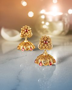 Explore exquisite temple jewellery inspired by temple art and architecture. This sublime collection of gold jewellery from Tanishq is an embodiment of grace and magnificence. Gold Jhumka Earrings, Gold Earrings Designs, Gold Jewellery Design, Antique Earrings, Necklace Designs, Gold Jewelry, Jhumka Designs, Rangoli Designs, India Jewelry