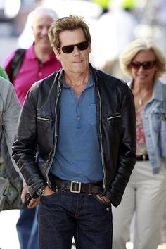6 degrees of Kevin Bacon. Still lookin cool man. Kyra Sedgwick, Filme Footloose, Kevin Bacon, Jeff Bridges, Ryan Reynolds, Black Hoodie, Leather Jacket, Hollywood, Hoodies