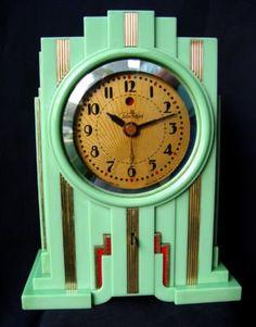 Telechron Skyscraper Art Deco Clock Rare Green Electrolarm Frankl for Sale Art Deco Decor, Art Deco Home, Art Deco Design, Decoration, Radios, Art Nouveau, Art Deco Period, Art Deco Era, Art Et Architecture