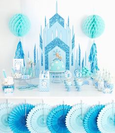 Frozen inspired ice princess birthday party ideas with DIY creative decorations, party printables, food and favor ideas! Winter Birthday Parties, Frozen Themed Birthday Party, Disney Frozen Birthday, Birthday Table, Princess Birthday, Ice Princess, Birthday Games, Princess Castle, Cake Birthday