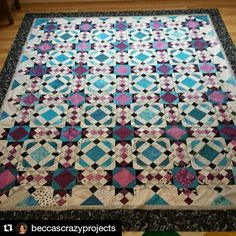 Sharing some Allietare Love coming to you from @beccascrazyprojects! Not so crazy at all, Becca! I love your colors - this is stunningly beautiful! :-) ・・・ Borders attached! #allietarequilt #quiltvillemystery2015 #quilt #quilting #quiltersofinstagram #patchwork #quiltville #bonniekhunter #quiltsbyyou