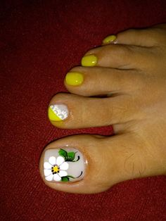 Pedicure Designs, Toe Nail Designs, Beautiful Nail Designs, Beautiful Nail Art, Get Nails, Hair And Nails, Kathy Nails, Golden Nails, Summer Toe Nails