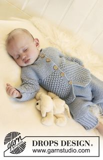 """Blueberry - Set consists of: Knitted DROPS pants, socks and jacket with round yoke and blackberry pattern in """"Alpaca"""". - Free pattern by DROPS Design"""