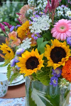 Flower arrangement with sunflowers, Queen Anne's Lace, gerbera daisies and… Sunflower Arrangements, Wedding Flower Arrangements, Flower Bouquet Wedding, Floral Arrangements, Bouquet Flowers, Bridal Bouquets, Silk Flowers, Beautiful Flowers, Tall Wedding Centerpieces