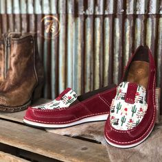 The Cruiser {vintage Cowgirl} – Savannah Sevens Western Chic Vintage Cowgirl, Cowgirl Style, Cowgirl Boots, Western Chic, Western Wear, Western Outfits, New Shoes, Boat Shoes, Women's Shoes