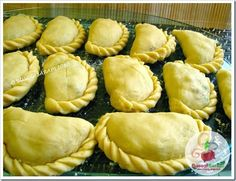 Kulinarya's theme for the month of March 2010 is EMPANADA . This Spanish influenced dish is always a favourite in parties and . Filipino Dishes, Filipino Desserts, Filipino Recipes, Mexican Food Recipes, Filipino Food, Filipino Pork Empanada Recipe, Dessert Recipes, Pork Empanadas, Empanadas Recipe