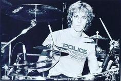 @stewart_copeland #thepolice #stewartcopeland #drums #drummer #drummers #drummerboy #drumsoutlet #drumsandlessons #drummingco #drummerdotcom #instadrums #instadrummer #drumwarriors #drummers_corner #drumming #bateria  #theworldofdrums #dopemusicians #beataday #musician #drumporn by saulsaragossi