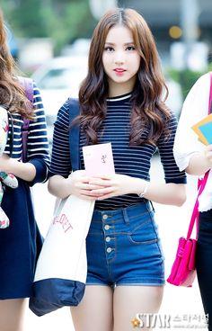 GFriend Eunha - Born in South Korea in 1997. #Fashion #Kpop