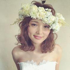 この生花の花冠本当に可愛すぎたお花の種類によりますが、4万〜オーダーできるそうです♡ ・ ・ 気になる方はご連絡ください^ ^ ・ ・ ・ #bridalhair  #weddingdress  #wedding  #bridal  #ウェディング #ブライダルヘア #プレ花嫁 #updo