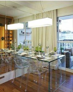 Mesa de vidro e cadeiras de acrílico, linda combinação #arquitetura #decoração #design #decor #arch #interiores #inspiração #projetos #decorlovers #sketchup #boanoite #Deus #sp #Alphaville #brasil