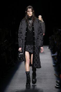 Runway Fashion Outfits, Hi Fashion, Dark Fashion, Fashion Design, Look 2015, Future Fashion, Dressy Outfits, Aesthetic Clothes, Casual