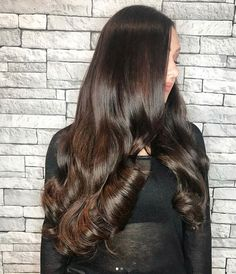 22 inch brunette clip in hair extensions in Raven Beauty Works Hair Extensions, . - New year.new hair! Beauty Works Hair Extensions, Real Hair Extensions, Victoria Secret Hair, Real Beauty, Hair Beauty, Bombshell Hair, Side Curls, Natural Hair Styles, Short Hair Styles