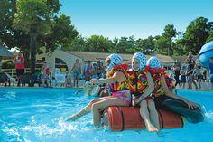 Wij gaan een vlot bouwen met vaten en tonnen en gaan het zwembad oversteken. Veel gespetter en geschater gegarandeerd!  http://www.canvasholidays.nl/campingvakanties/vakantie-met-kinderen/familyextra