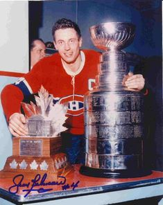 Living Legend, Jean Beliveau won 10 Stanley Cups played 18 seasons with the Montreal Canadiens. This is for those BIG HEADED HAWKS players.your two cups are nice. Montreal Canadiens, Mtl Canadiens, Hockey Teams, Hockey Players, Ice Hockey, Montreal Hockey, Hockey Highlights, Hockey Pictures, Hockey Cards