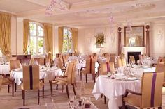 Explore the luxurious Goring hotel in London, including pictures of our suites and bedrooms, The Dining Room, meeting room and gardens. Most Luxurious Hotels, Best Hotels, Luxury Hotels, London England Hotels, Interior Decorating, Interior Design, Fine Dining, Interior Architecture, Home Decor