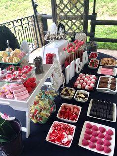 Pin de emelee arela en dessert buffet ideas candy table, candy party y cand Candy Bar Party, Candy Table, Candy Buffet, Candy Bar Wedding, Dessert Buffet, Dessert Bars, Bar A Bonbon, Baby Candy, Sweet Bar