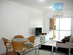 Apartamento com sacada gourmet no Guarujá  Apartamento a venda na praia da Enseada - Guarujá. Mobiliado, 3 dormitórios sendo 1 suíte, ar condicionado, sala para 2 ambientes e varanda gourmet. Cozinha, área de serviço, armários e 2 vagas de garagem.  Lazer no condomínio: Piscina, churrasqueira e salão de jogos. Informações: ronaldo@guarujabay.com.br