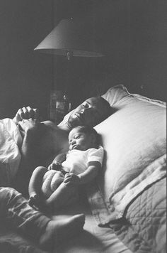 I love Daddy & baby pictures. Cute Kids, Cute Babies, Baby Kids, Fathers Love, Father And Son, Baby Family, Family Love, Family Bed, Newborn Photography