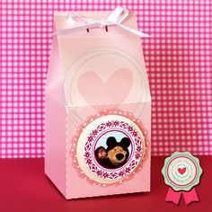 Caixinha de leite para guloseimas personalizada com tema do desenho Masha e o Urso.