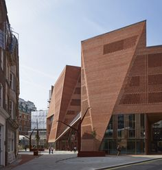LSE Saw Hock Student Centre / O'Donnell + Tuomey Architects. Image © Dennis Gilbert