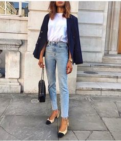 Outfit Style – Casual street style outfits for young guys Our Most Favourite Look – Light Blue Jeans + White Crew Neck T-shirt + Black Bomber Jacket Mode Outfits, Casual Outfits, Fashion Outfits, Classy Chic Outfits, Dress Fashion, Womens Fashion, Fashion Ideas, Work Fashion, Paris Fashion