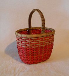 For Intermediate weavers, this antler basket is woven on an oblong base and adds open weaving for interest. Add your antler and decorate to match your decor Basket Weaving Patterns, Wraps, Wine Baskets, Small House Design, Hunter Green, Patch, Crafts To Do, Wicker, Victorian