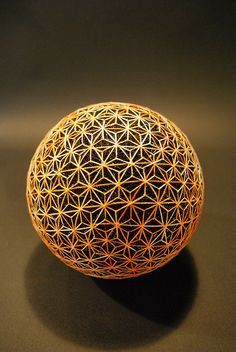 Creating Temari balls is a traditional folk art form that originated in China and was introduced to the Japanese during the seventh century. Japanese Toys, Japanese Art, Traditional Japanese, Cura Interior, Temari Patterns, Yoga Studio Design, Sacred Geometry Art, Art Populaire, Crop Circles