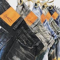 Japan textiles 🇯🇵✂️👖@denhamthejeanmaker @denham_australia @denham_belgium @denham_germany @denham_japan #japan #insta #instagood #jeans #amsterdam #life #love #cotton #leeds #bottoms #brown #blue #black #clothing #instadaily #instagram #yorkshire #summer #sun #season #denhamthejeanmaker #denham