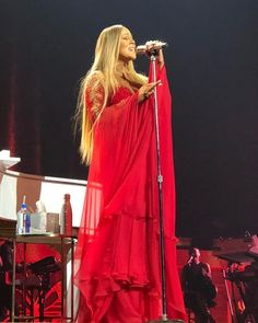 Mariah Carey, Diva, Stage, Queen, Music, Dresses, Fashion, Gowns, Moda