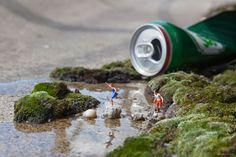Slinkachu's Miniature Street Art Installations Take Over London Miniature Calendar, Street Installation, Miniature Photography, Figure Photography, Photography Tips, Creators Project, Tiny World, Back To Nature, Miniture Things