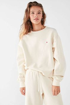 Champion & UO Cream Reverse Weave Pullover Sweatshirt | Urban Outfitters