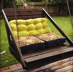 Pallet Loveseat Swing