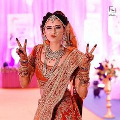 "Tips on ""How to pose for Indian bridal photo shoot"", the tips mentioned here are apt for south as well as north-Indian brides. Indian Bridal Photos, Indian Wedding Poses, Indian Wedding Couple Photography, Indian Bridal Outfits, Bride Photography, Indian Bride Poses, Photography Gallery, Henna, Pilates"