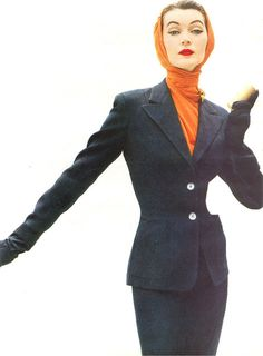 Dovima looking super chic in an orange headscarf and navy or black skirt suit, Moda Retro, Moda Vintage, Vintage Glam, Vintage Beauty, Vintage Couture, Vintage Style, Vintage Fashion 1950s, Fifties Fashion, Retro Fashion