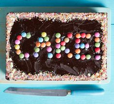 This American-style chocolate traybake is super-easy, can be prepared in advance and cuts into even portions. It's perfect for birthday parties or bake sales Tray Bake Recipes, Baking Recipes, Baking Ideas, Great Desserts, Dessert Recipes, Chocolate Traybake, Mississippi Mud Pie, Ice Cream Cone Cake, Cake Mixture