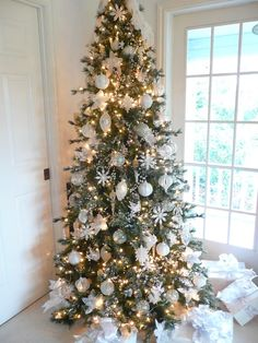Imagen de http://www.ivonnesemprunl.com/wp-content/uploads/2013/11/arbol-de-navidad-decoracion-ideas-Christmas-tree-decoration-56.jpg.