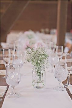 Simple rustic table decorations - Wedding Inspirations