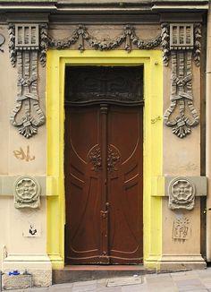 Moldura amarela by Paulo Heuser, via Flickr ~ Porto Alegre, Brasil