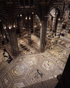 Siena, la porta del cielo: vista dell'interno del Duomo. Foto di Diari Toscani su http://www.flickr.com/photos/voglioviverecosi_tuscanytourism/8639405709