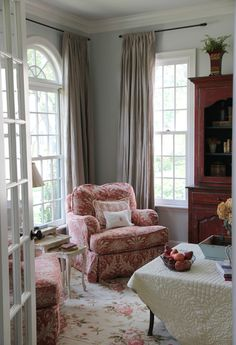 LLH DESIGNS | BRAVEHEARTED BEAUTY: Our Sitting Room