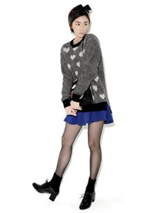 Today's Hot Pick :バイカラーハート柄もこもこニットトップス【BLUEPOPS】 http://fashionstylep.com/SFSELFAA0005319/bluepopsjp/out ラウンドネック長袖ニットプルオーバー。 モコモコしたハート柄がとってもキュート☆ 襟・袖・裾部分はリブ仕様になっていてシルエット絶妙♪ 両サイドスリット入りのアンバランス丈で 流行りのインスタイルにも最適です。 ◆4色:ブラック/オリーブ/ピンク/ネイビー