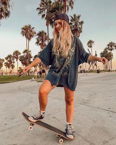 Skater Girl Style, Skater Girl Outfits, Skater Dress, Skater Photography, Girl Photography Poses, Skateboard Pictures, Skateboard Girl, Cute Poses For Pictures, Girl Pictures