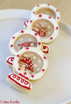 Snow Globe Cookies by 1 Fine Cookie http://www.1finecookie.com/2012/12/snow-globe-cookies-an-edible-winter-wonderland/